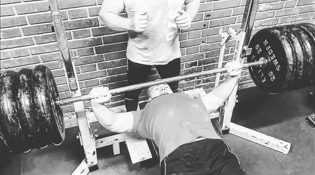 Unika Max stark av lätta vikter. – Josef Eriksson FG-03